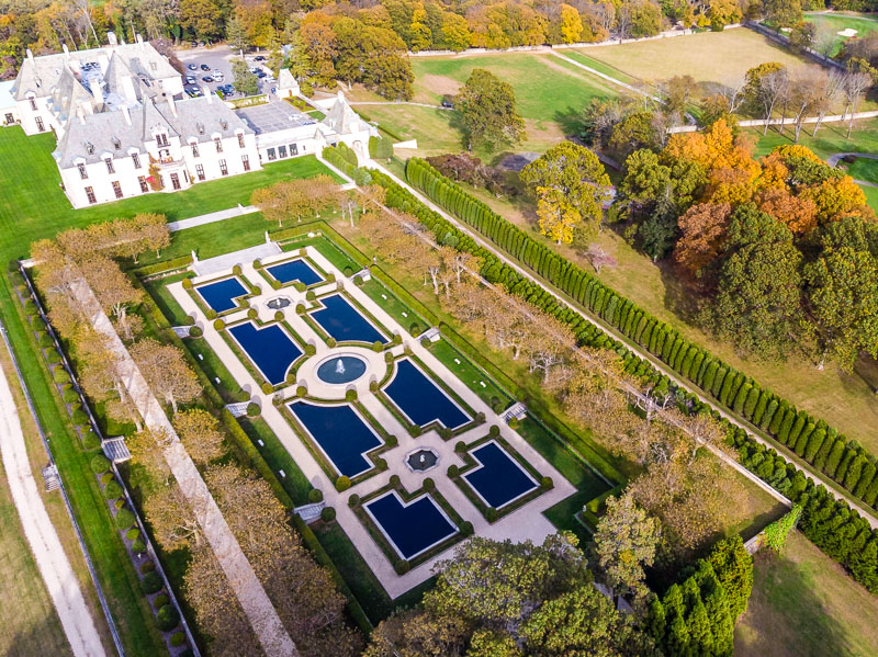 Fairy tale wedding location in close to New York City – Oheka Castle in Huntington Long Island.